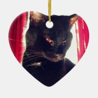 Gato negro adorno navideño de cerámica en forma de corazón