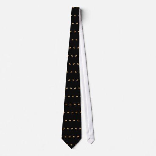 Gato negro con los ojos anaranjados grandes corbata