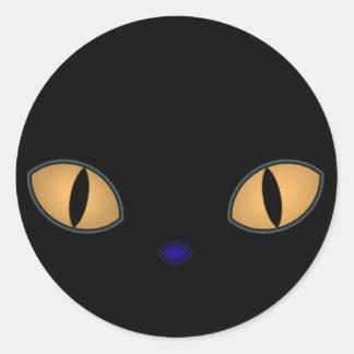 Gato negro con los ojos anaranjados grandes pegatina redonda