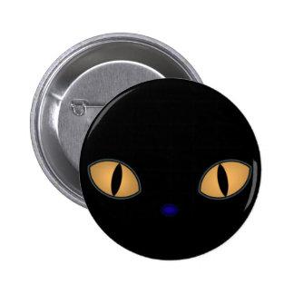 Gato negro con los ojos anaranjados grandes pin redondo de 2 pulgadas