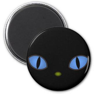 Gato negro con los ojos azules grandes iman para frigorífico