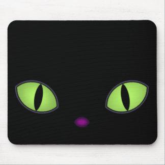 Gato negro con los ojos verdes grandes alfombrillas de ratón