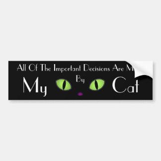 Gato negro con los ojos verdes grandes etiqueta de parachoque
