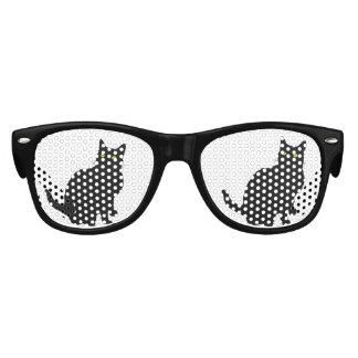 Gato negro curioso lentes de sol