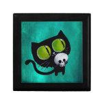 Gato negro de Halloween con el cráneo Joyero Cuadrado Pequeño