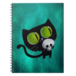 Gato negro de Halloween con el cráneo Spiral Notebooks