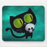 Gato negro de Halloween con el cráneo Alfombrillas De Ratón