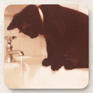 Gato negro de la pimienta del cuarto de baño posavasos