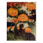 Gato negro de Pumpkinheads (tarjeta de Halloween Tarjetas Postales