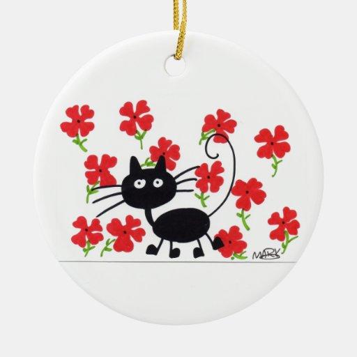 Gato negro del dibujo animado y flores rojas adorno navideño redondo de cerámica
