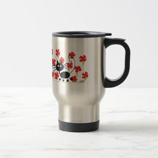 Gato negro del dibujo animado y flores rojas taza de café