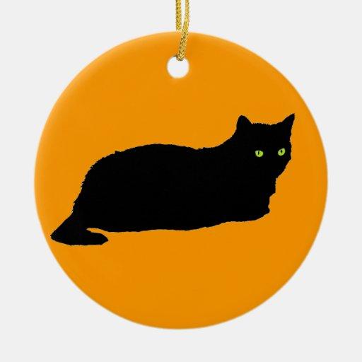 Gato negro en el naranja adorno navideño redondo de cerámica