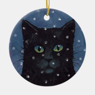 Gato negro en el ornamento de la nieve adorno navideño redondo de cerámica