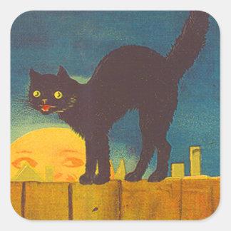Gato negro en hombre de la cerca en la luna pegatina cuadrada