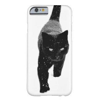 Gato negro en la nieve - caso del iPhone 6 Funda Para iPhone 6 Barely There