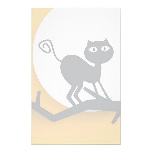 Gato negro en rama de árbol muerta papelería de diseño