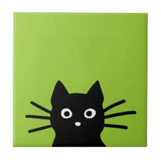 Gato negro en verde (el color es adaptable) azulejo cuadrado pequeño