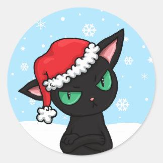 Gato negro gruñón que lleva el gorra de Santa Etiqueta Redonda