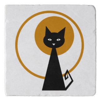 Gato negro iluminado por la luna salvamanteles