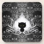 Gato negro lindo en el damasco posavasos de bebida