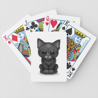 Gato negro lindo triste del gatito en blanco baraja