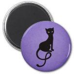 Gato negro malvado gracioso púrpura iman de nevera