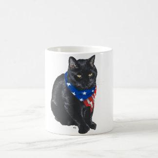 Gato negro patriótico taza clásica