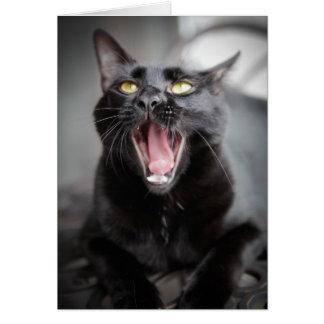 Gato negro que bosteza tarjeta de felicitación