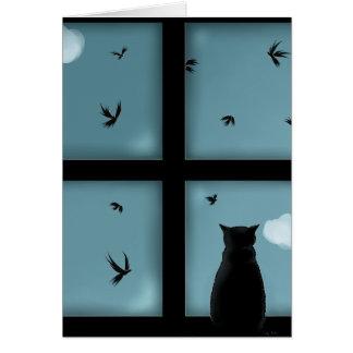 Gato negro que considera hacia fuera la ventana el tarjeta de felicitación