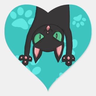 Gato negro que salta calcomanía de corazón