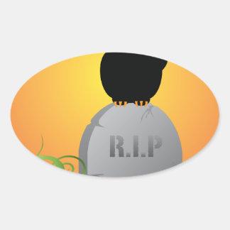 Gato negro Stting de Halloween en la piedra Pegatina Ovalada