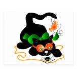 Gato negro y araña postal