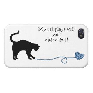 Gato negro y hilado en forma de corazón (azules) iPhone 4 carcasa
