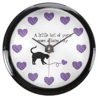 Gato negro y hilado en forma de corazón (púrpuras) reloj aquavista