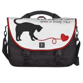 Gato negro y hilado en forma de corazón (rojos) bolsa de ordenador
