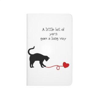 Gato negro y hilado en forma de corazón (rojos) cuadernos