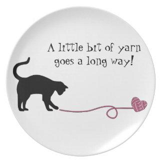 Gato negro y hilado en forma de corazón (rosa) platos para fiestas