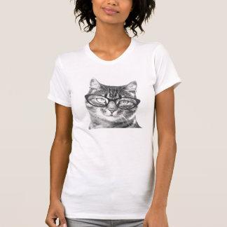 Gato nerdy lindo con la camiseta de los vidrios