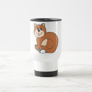 Gato orgulloso que se sienta en ratón taza de café
