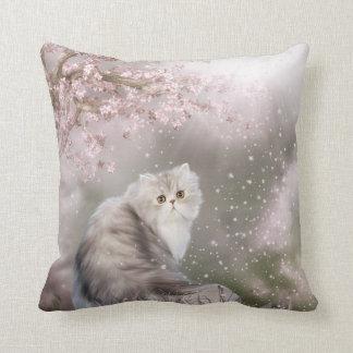 Gato persa almohadas