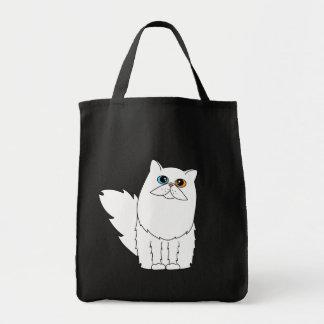 Gato persa blanco con la bolsa de asas negra de lo