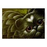 Gato persa negro del ángel con la tarjeta del pers