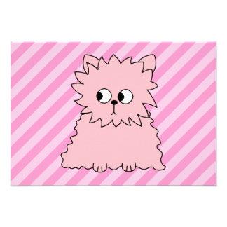 Gato persa rosado lindo Fondo rayado rosado Invitación