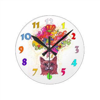 Gato psicodélico reloj redondo mediano