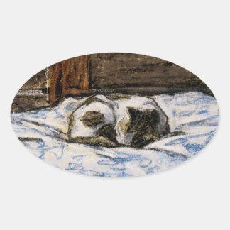 Gato que duerme en una cama pegatina ovalada
