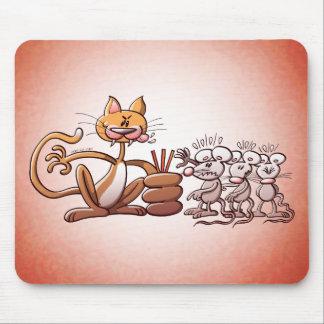 Gato que elige un ratón dibujando la paja corta alfombrillas de raton