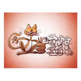 Gato que elige un ratón dibujando la paja corta tarjeta postal