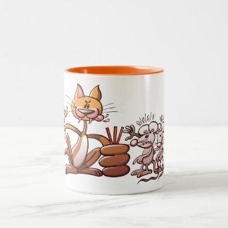 Gato que elige un ratón dibujando la paja corta taza