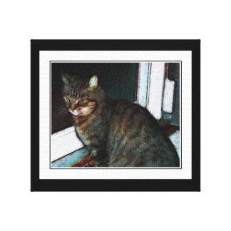 Gato que espera en la lona de arte de la puerta lona estirada galerías