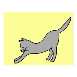 Gato que estira gris en amarillo postal